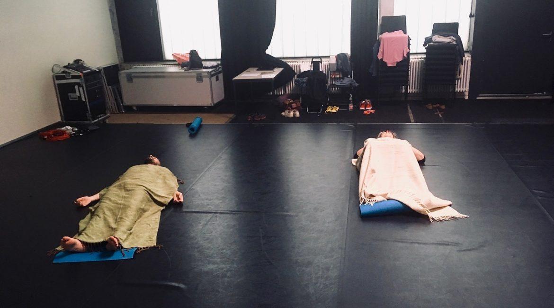 Diversität auf der Matte oder: Wie geht inklusives Yoga?